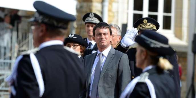 Manuel Valls lors de la cérémonie de baptême de la 62e promotion des commissaires de police, le 25 juin à l'Ecole Nationale Supérieure de la Police à Saint-Cyr-au-Mont-d'Or, près de Lyon.