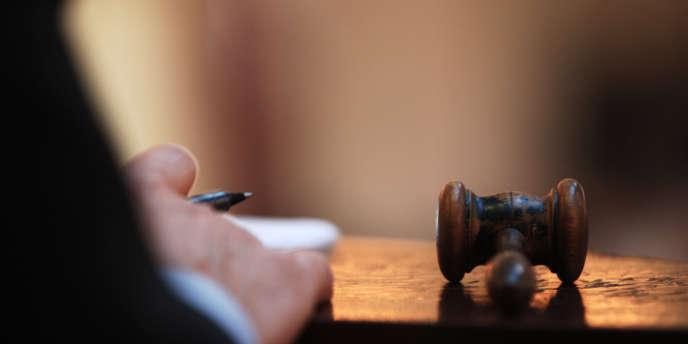 Une loi qui suspendait les dettes contractées lors de l'installation des rapatriés d'Algérie en France a été abrogée : une petite villa va être mise aux enchères, jeudi 28 juin, au tribunal de grande instance de Nîmes.