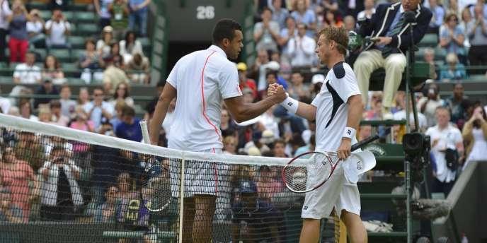 Jo-Wilfried Tsonga s'est imposé face à Leyton Hewitt au premier tour de Wimbledon, le 26 juin à Londres.
