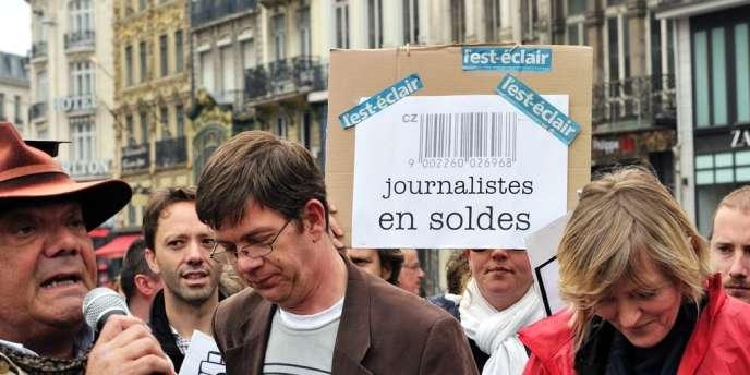Environ 300 salariés du groupe Hersant Media manifestent, le 22 mai, devant le siège de