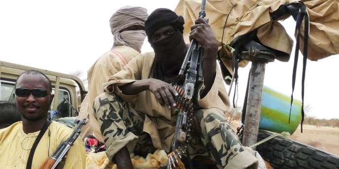 Des miliciens du groupe islamiste Ansar Eddine à Gao, dans le nord du Mali, le 18 juin.