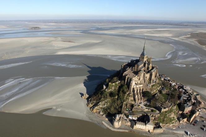 Vue aérienne du Mont-Saint-Michel, le 2 février 2012.