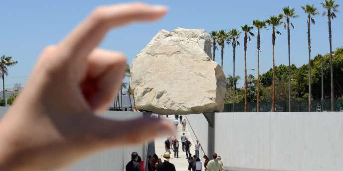 ''Levitated Mass'', une oeuvre de Michael Heizer inaugurée dimanche 24 juin 2012 au Los Angeles County Museum of Art.
