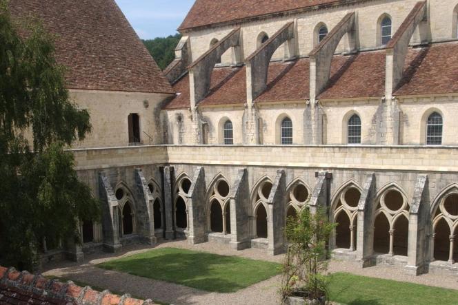 L'abbaye de Noirlac, édifiée en 1150, accueille le public jusqu'au 21 juillet 2012.