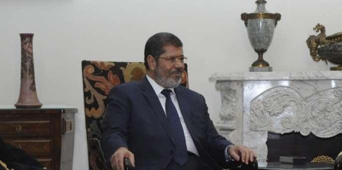 Le nouveau président égyptien et Frère musulman Mohamed Morsi, lors de sa rencontre avec les représentants de la communauté copte, au Caire, mardi 26 juin.