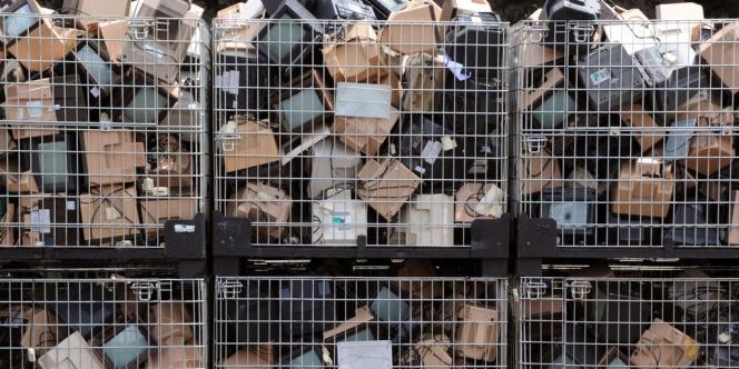 Des appareils Minitel, dans les locaux de la société de recyclage