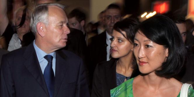 Jean-Marc Ayrault, Fleur Pellerin et Najat Vallaud-Belkacem en visite au salon organisé jeudi 28 juin 2012 à Paris par la Confédération générale du patronat des petites et moyennes entreprises.