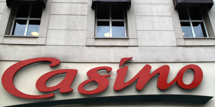En filigrane, les candidates à l'Hôtel de Ville pointent la mainmise des groupes Casino et Carrefour sur le marché parisien de la distribution alimentaire.
