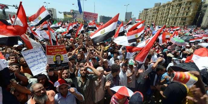 La foule rassemblée sur la place Tahrir du Caire, vendredi 29 juin, pour écouter le discours de Mohamed Morsi.