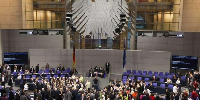 Les députés allemands doivent adopter vendredi le plan d'aide à la Grèce. Une large majorité est attendue.