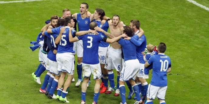 Les joueurs italiens célèbrent leur qualification, le 28 juin à Varsovie.