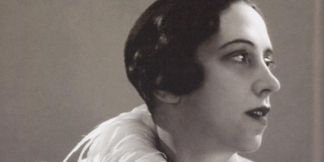 Elsa Schiaparelli, photographiée en 1932 par George Hoyningen-Huene, grand photographe de mode.