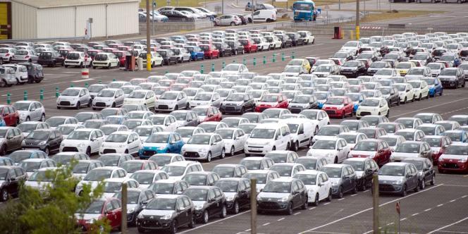 Parking de l'usine PSA d'Aulnay-Sous-Bois.