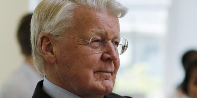 Olafur Ragnar Grimsson, président du pays depuis seize ans, vise un cinquième mandat.
