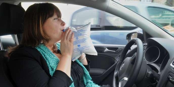 Dès dimanche les éthylotests deviennent obligatoires dans les voitures.