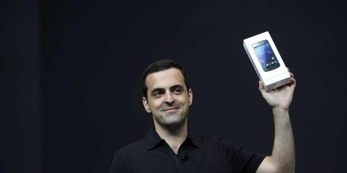 Hugo Barra, chef de la branche Android de Google avec un téléphone Samsung Galaxy Nexus, le 27 juin 2012.