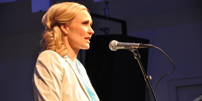 La journaliste Thora Arnorsdottir, un temps donnée en tête des sondages, obtient 33,2 % des voix.