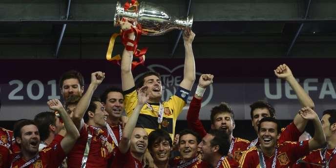 L'Espagne a largement battu l'Italie (4-0) et devient le premier pays à remporter trois compétitions internationales majeures d'affilée.