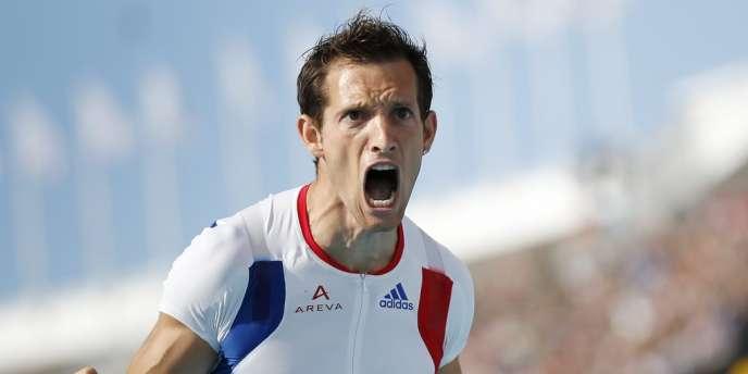 Avec 5 m 97 m, le Français conserve son titre et signe la meilleure performance mondiale de l'année.