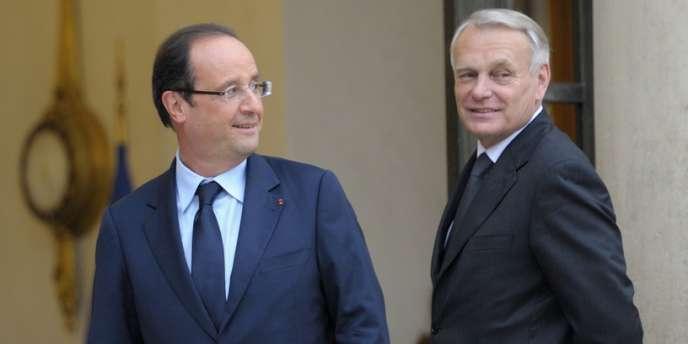 François Hollande et Jean-Marc Ayrault, le premier ministre, le 26 juin sur le perron de l'Elysée.