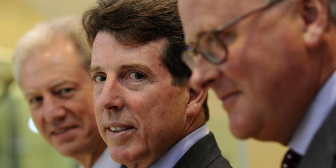 Le départ, le 3 juillet, de Bob Diamond (au centre), directeur général de Barclays, survient au lendemain de celle du président de la banque, Marcus Agius (arrière plan).