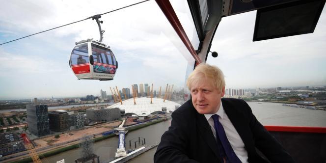 Le nouveau téléphérique qui enjambe la Tamise à l'est de Londres portera pour dix ans le nom d'Emirates Air Line, la compagnie aérienne du même nom ayant payé un peu plus de la moitié du projet.