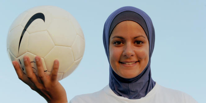 Cette décision doit permettre la pratique du football à toutes les femmes, ce qui n'était jusque-là pas le cas en raison de restrictions religieuses visant certaines communautés.
