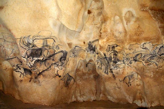 La grande fresque de la salle du fond de la Caverne ornée du Pont d'Arc.