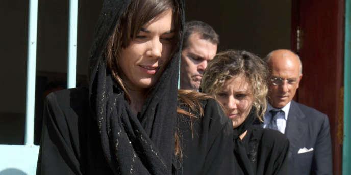 L'avocate australienne, Melinda taylor, et son interprète libanaise, Helen Assaf, envoyée spéciale de la CPI en Libye lors de leur libération le 2 juillet 2012.