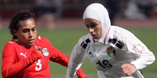 Un match de football féminin entre l'Egypte et la Jordanie, en 2010.