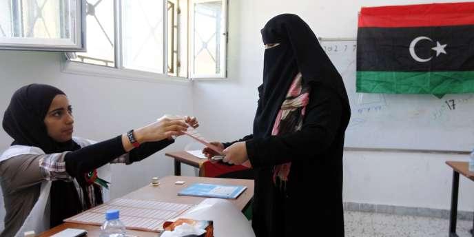Plusieurs bureaux de vote n'ont pas ouvert dans l'est de la Libye. Un responsable assure cependant que