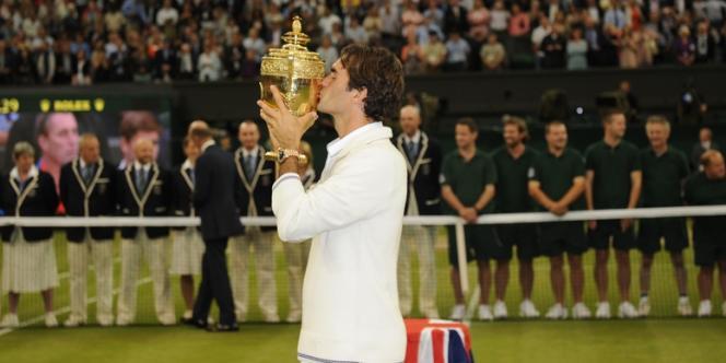 Après avoir battu Murray en finale, le Suisse égale le record de Sampras et redevient n°1 mondial.