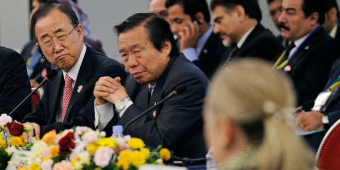 Le secrétaire général de l'ONU Ban Ki-moon, le ministre japonais des affaires étrangères Koichiro Gemba et la secrétaire d'Etat américaine Hillary Clinton (de gauche à droite), lors de la conférence sur l'Afghanistan le 8 juillet à Tokyo.