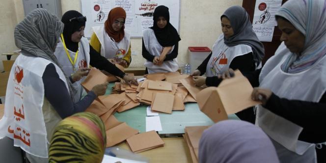 Comptage des votes à Benghazi, dans l'Est de la Libye, samedi 7 juillet.