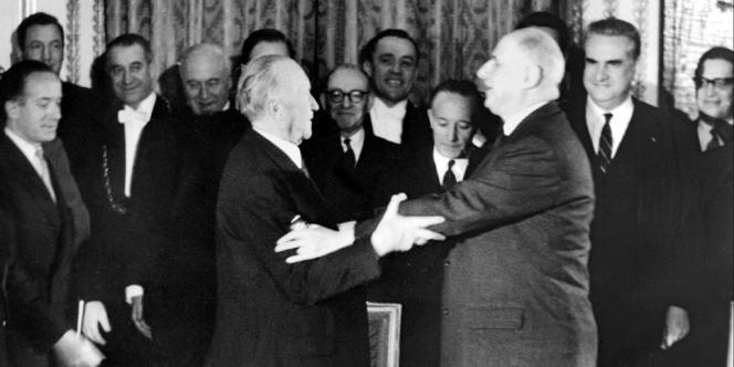 Le général de Gaulle et le chancelier allemand Konrad Adenauer après la signature du traité de l'Elysée, le 22 janvier 1963.