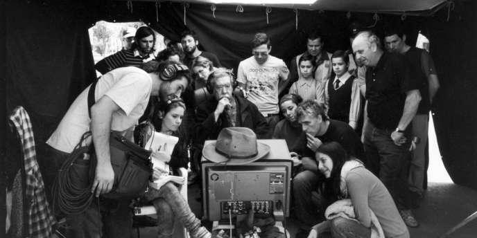 Raoul Ruiz sur le tournage de son film,