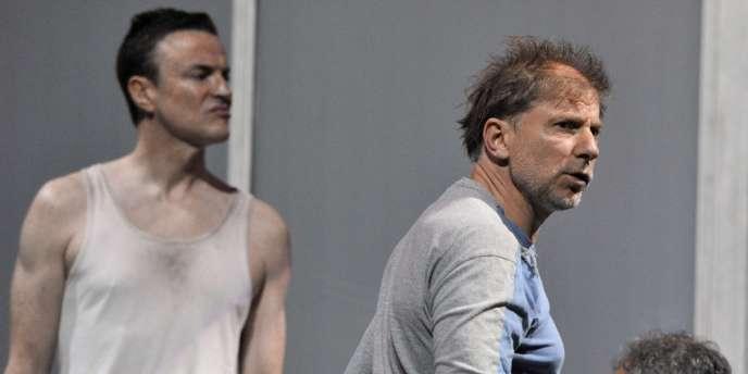 Le metteur en scène Simon McBurney lors d'une répétition de la pièce