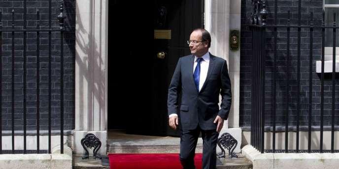 Le président Hollande sort du 10 Downing Street à Londres, en juillet 2012.