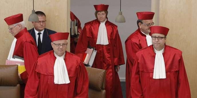 Une audience publique de la Cour constitutionnelle allemande de Karlsruhe (Bade-Wurtemberg), mardi 10 juillet. A droite, le président Andreas Vosskuhle.