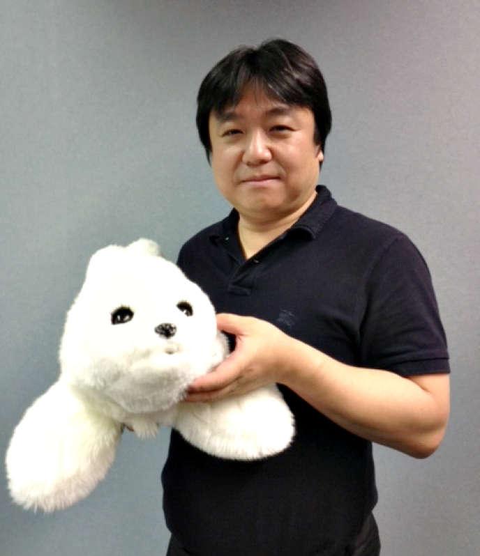 Le paro et son créateur, Takanori Shibata.