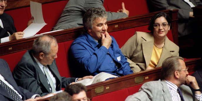 Le député Patrice Carvalho, en bleu de travail à l'Assemblée nationale, après sa première élection en 1997.