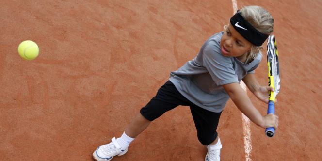 Un jeune élève de la Mouratoglou Tennis Academy, en 2007 à Thiverval-Grignon, près de Paris.