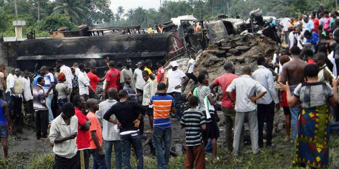 Des accidents importants, impliquant souvent d'énormes camions de transport, sont fréquent au Nigeria où la plupart des routes sont en mauvais état.