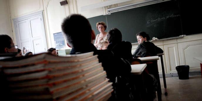 En 2013, 24 % des élèves de 3e avaient redoublé au moins une fois