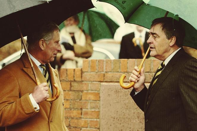 Le prince Charles avec Gerald Cavendish Grosvenor, actuel  duc de Westminster,  à Aldford, un village du Cheshire.