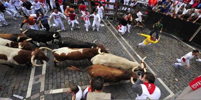 Un dernier lâcher de taureau a clôturé les fêtes de la San Fermin à Pampelune, en Espagne, le 14 juillet.