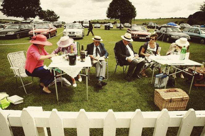 Etiquette oblige, chapeaux et cravates sont de mise à la régate royale de Henley, qui remonte à 1839. Cette année, elle s'est tenue le 5 juillet.