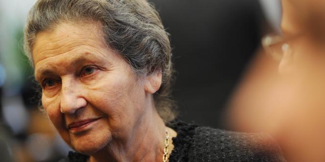 Simone Veil a permis la légalisation de l'interruption volontaire de grossesse en 1975.