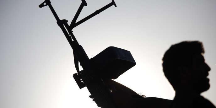 Un soldat de l'Armée libre syrienne dans la banlieue d'Idlib, le 7 juin.