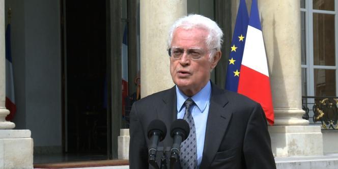 Lionel Jospin sur le perron de l'Elysée le 16 juillet 2012.